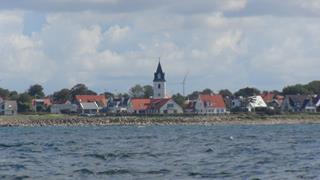 Het Zweedse dorpje Viken aan de Sont. De toren klopt niet anders had het ook in Nederland kunnen zijn.