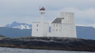 Hestskjær Lighthouse, weer keurig geverfd en van verre zichtbaar