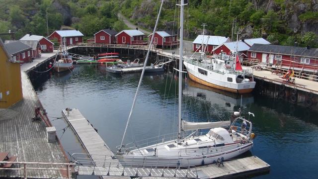 Aan de L-vormige teiger in Nusfjord