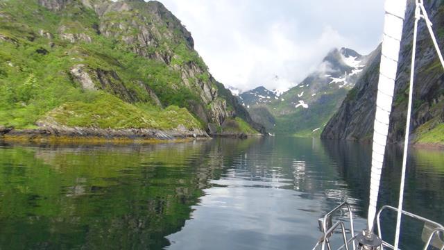 De ingang van de smalle Trollfjord