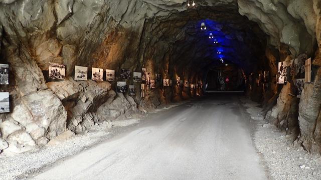 Een mooie fototentoonstelling in een tunnel die maar erg beperkt gebruikt wordt